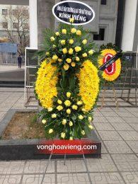 Vòng hoa cúc vàng đẹp dành cho viếng cha mẹ của mình