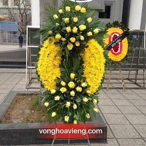 Vòng hoa cúc vàng