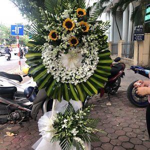 Vòng hoa tang lễ tại hà tĩnh màu trắng
