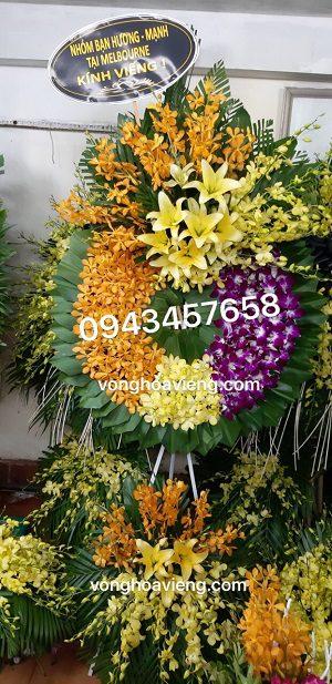 Vòng hoa tang lễ tím vàng