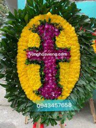 Vòng hoa cây thánh giá chữ thập